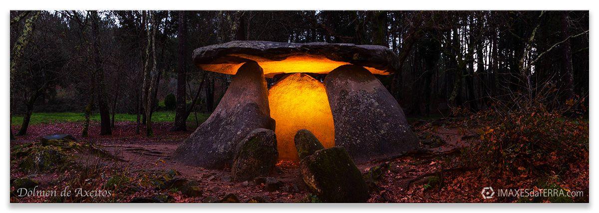 Dolmen de Axeitos en Riveira, Comprar fotografía de Galicia Dolmen de Axeitos Riveira A Coruña Neolítico Decoración