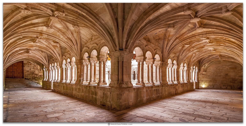 Claustro Monasterio de San Estevo de Rivas de Sil